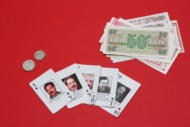Saddam-Hussein-Irak-Playing-poker-card-US-army-romaric-tisserand-